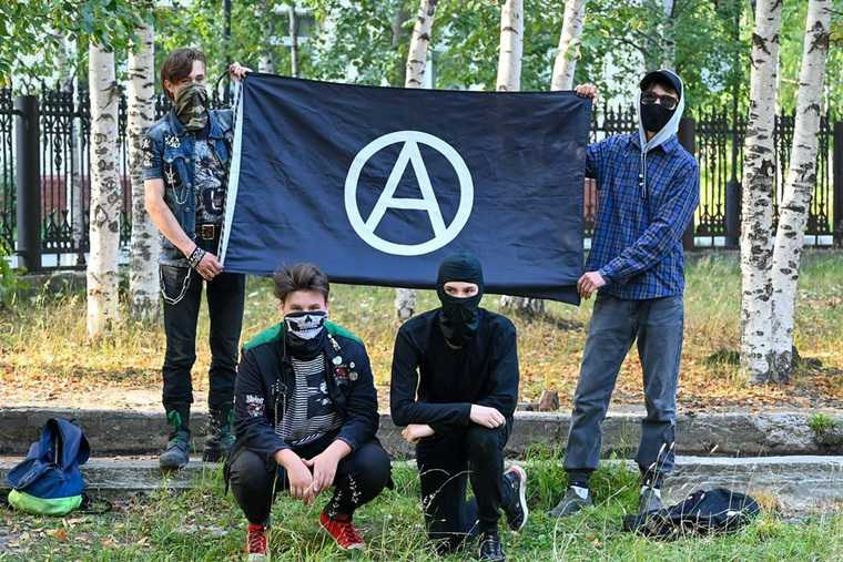 В ХМАО появились анархисты-дворники. ФОТО