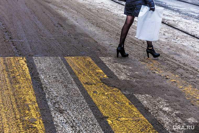сотрудник консульства сбил девушку на пешеходном переходе