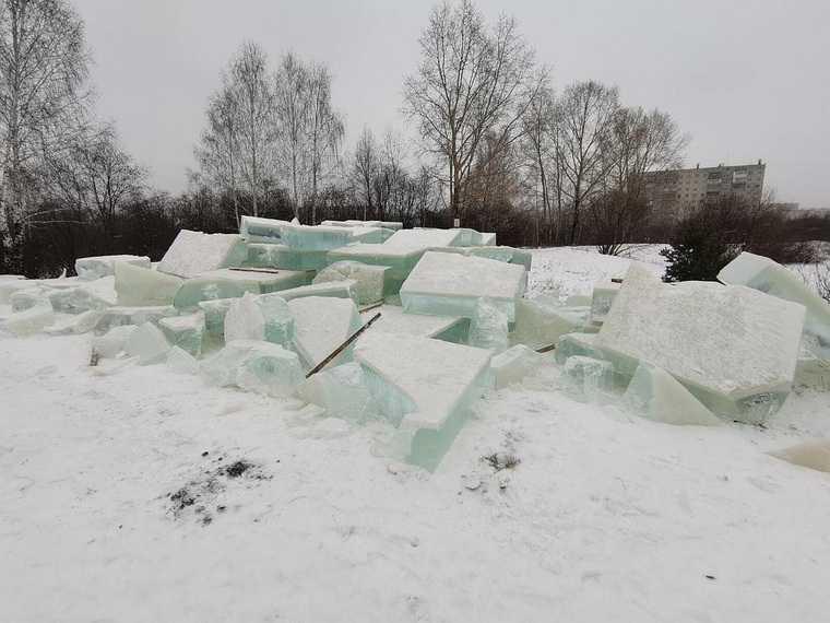 В Златоусте разгромили три будущих ледовых городка. Фото