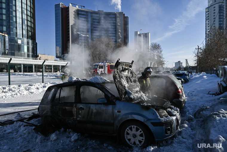 сгорели три машины Екатеринбург