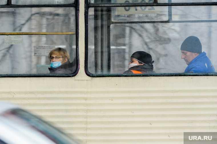 Челябинск транспорт снегопад весна непогода снег трамвай сошел с рельсов