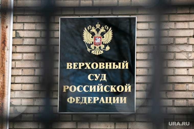 Помывка памятника Юрию Гагарину на Октябрьской площади. Москва