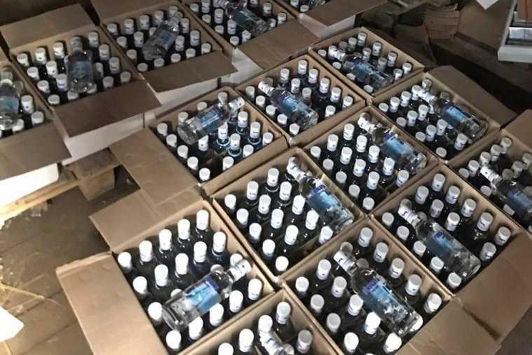 Курганская ОПГ подделывала алкоголь и продавала его в магазинах. Фото