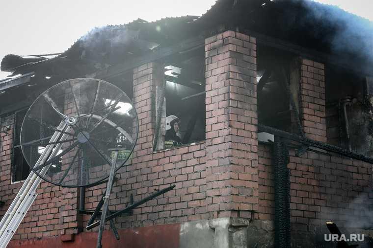Пожар на Уралмаше, на улице Никитина 112а. Екатеринбург