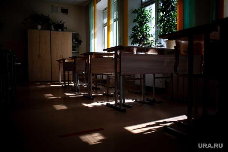 Березники нападение на учителя школа Пермский край ученик напал на учителя с ножом первые кадры с места произшествия