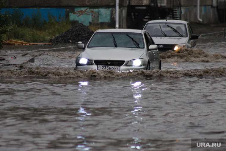 новости хмао массовые потопы в Ханты-Мансийске в столице югры топит дома собрана специальная комиссия оценят ущерб откачивают воду