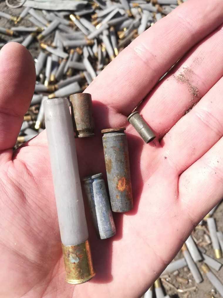 В Тюменской области найдена свалка использованных боеприпасов. Фото