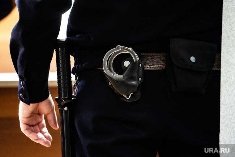полицейский случайно выстрелил в голову
