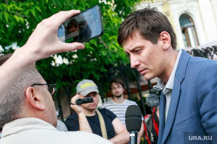 Дмитрий Гудков уехал из России уголовное дело Гудкова задержали отъезд на украину выборы в госдуму неуплата долга договор аренды государственная дума выборы 2021 партия яблоко