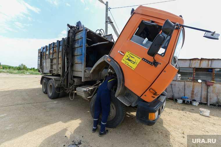 Челябинская область Копейск Горняка мусоровоз провалился фото