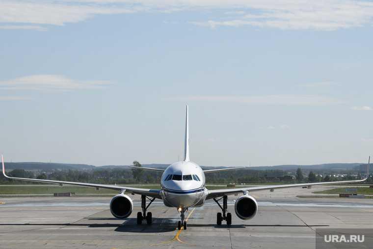 авиасообщение авиакомпания самолет направление лоукостер новый рейс