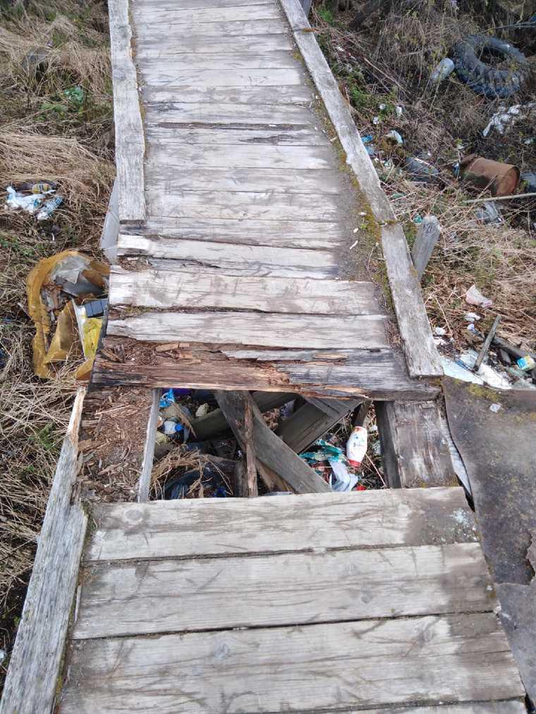 В ЯНАО жизни людей под угрозой из-за сгнившего моста