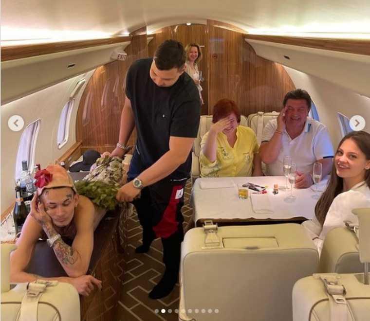 Моргенштерн превратил свой самолет в баню. Фото